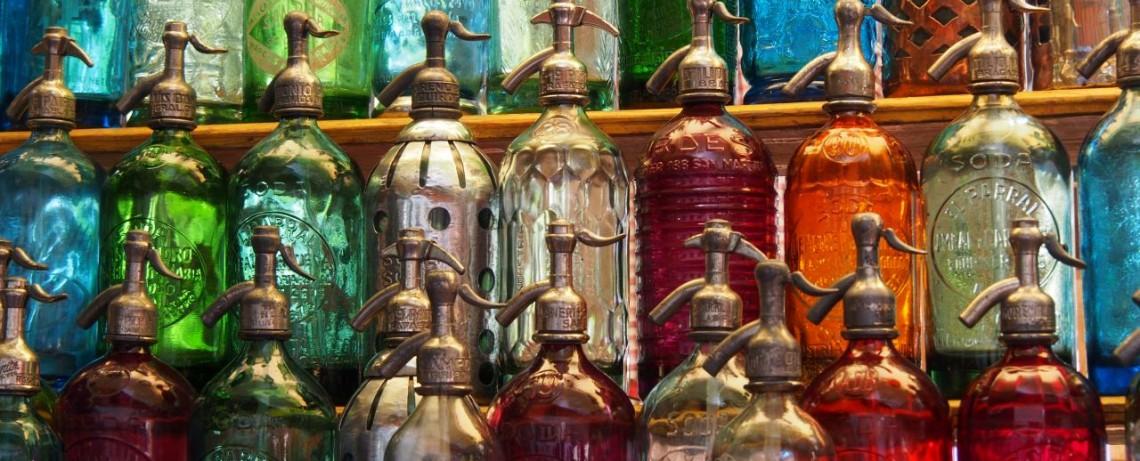 Bunte Syphonflaschen - San Telmo Markt  Buenos Aires